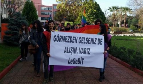 Ege�de LGBT� y�r�y���: G�rmezden gelseniz de al���n, var�z!